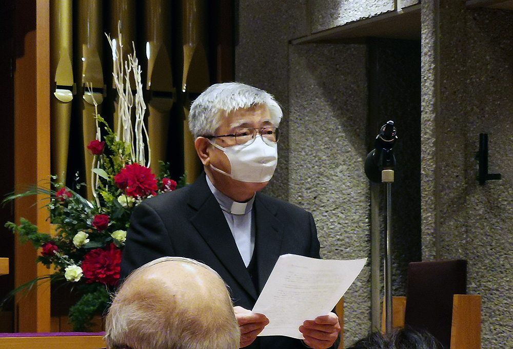 和田幹男氏の挨拶文を代読する松浦信行師(日本カトリック神学院院長)